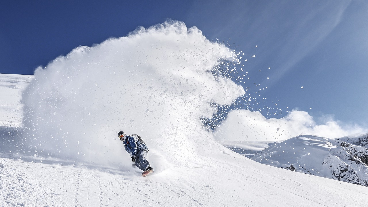 snowboarding-2598176_1280